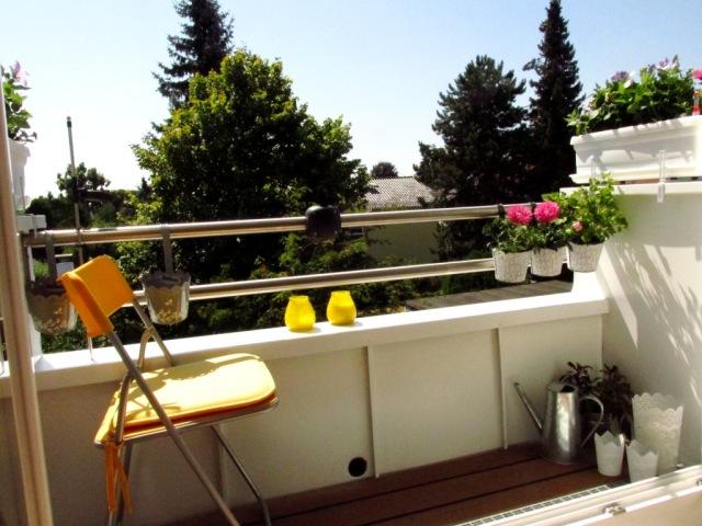 ...seit zwei Wochen aber ein winziger Balkon!